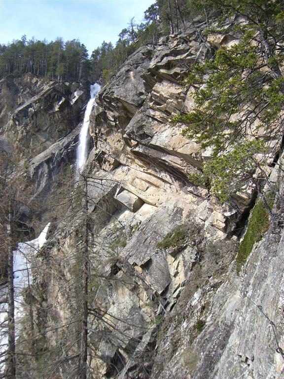 Blick auf den Lehner Wasserfall im Ötztal