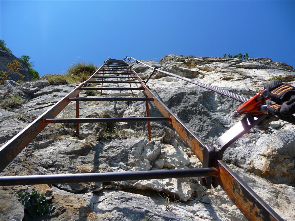 die erste Lange Leiter der via dell Amicizia am Gardasee