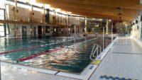 Schwimmerbecken und Sprungturm