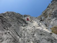 Kaiser Max Klettersteig : Wanderer der kaiser max klettersteig an martinswand