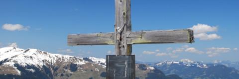 Schafreuter Gipfelkreuz erneut umgehackt