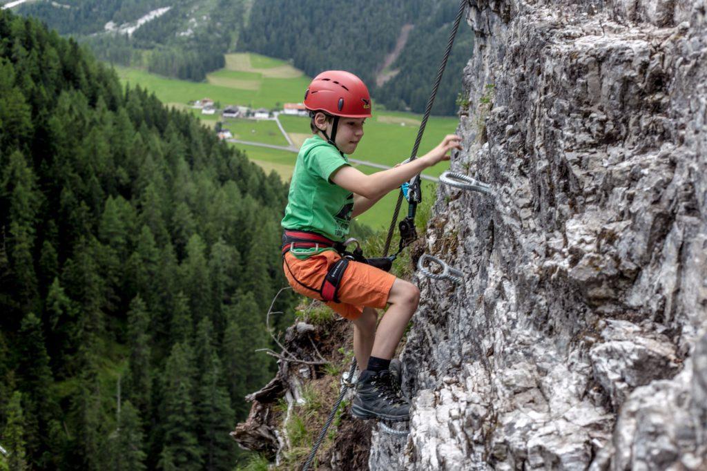 Klettergurt Klettersteig : Neuer familienfreundlicher st magdalena klettersteig im gschnitztal
