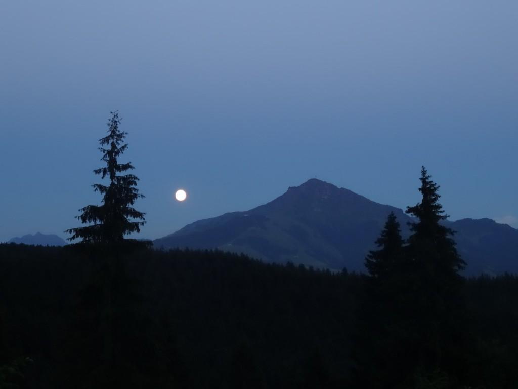 Mond neben dem Kitzbüheler Horn